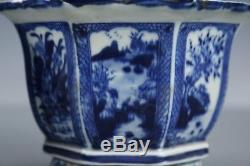 Beautiful Fine Chinese A pair Blue and white porcelain flower pot