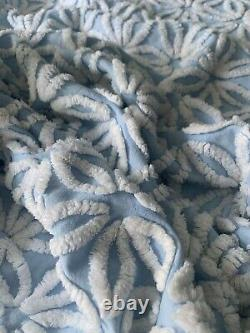 Vintage Chenille Bedspread Blue and White Hoffman Daisy Pattern (100x120)