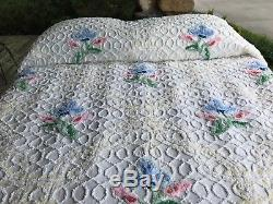 White FLORAL vint chenille bedspread CABIN CRAFT / yellow / blue FLOWERS 96x108